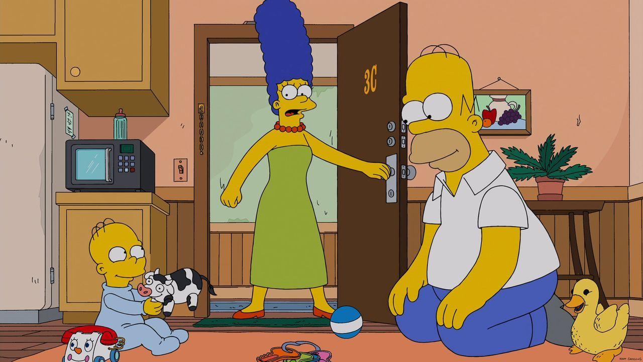Homer (r.) verbringt mit Homer Junior (l.) mehr Zeit als mit seiner eigenen Familie. Als Marge (M.) herausfindet, wo sich Homer nach der Arbeit imme... - Bildquelle: 2013 Twentieth Century Fox Film Corporation. All rights reserved.