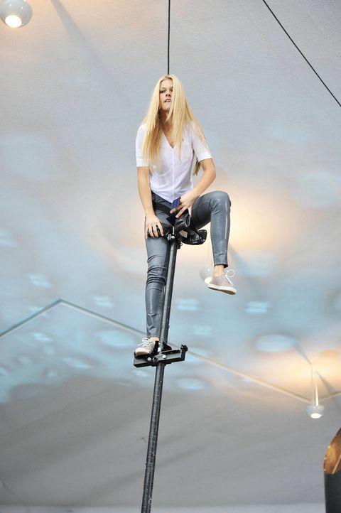 germanys-next-topmodel-stf07-epi01-pole-challenge-10-oliver-s-prosiebenjpg 1324 x 1990 - Bildquelle: Oliver S. - ProSieben