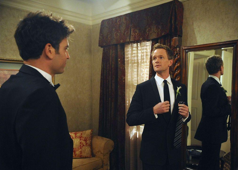 Ted (Josh Radnor, l.) ist Trauzeuge bei einer Hochzeit und hilft dem Bräutigam, sich auf den großen Moment vorzubereiten: es handelt sich um Barne... - Bildquelle: 20th Century Fox International Television