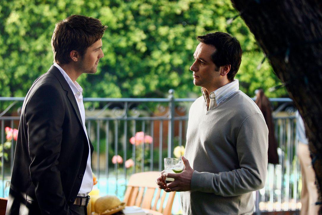 Was sich liebt, das neckt sich: Kommen sich Jason (Eric Winter, l.) und Kevin (Matthew Rhys, r.) doch noch näher? - Bildquelle: Disney - ABC International Television