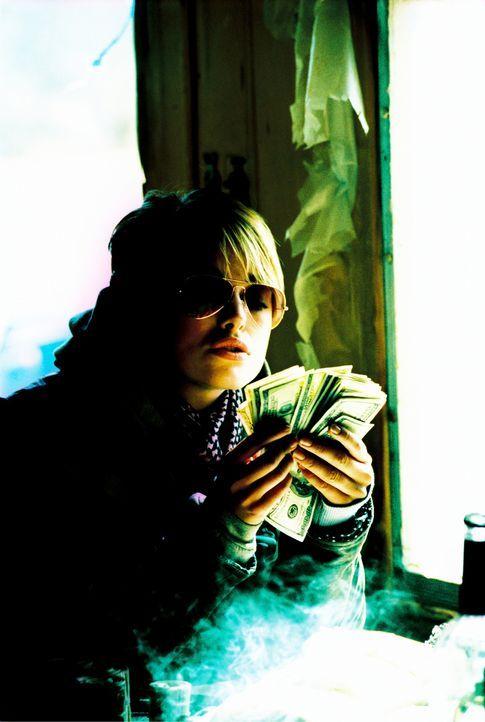 Waffen und Geld ziehen Domino (Keira Knightley) magisch an ... - Bildquelle: Constantin Film