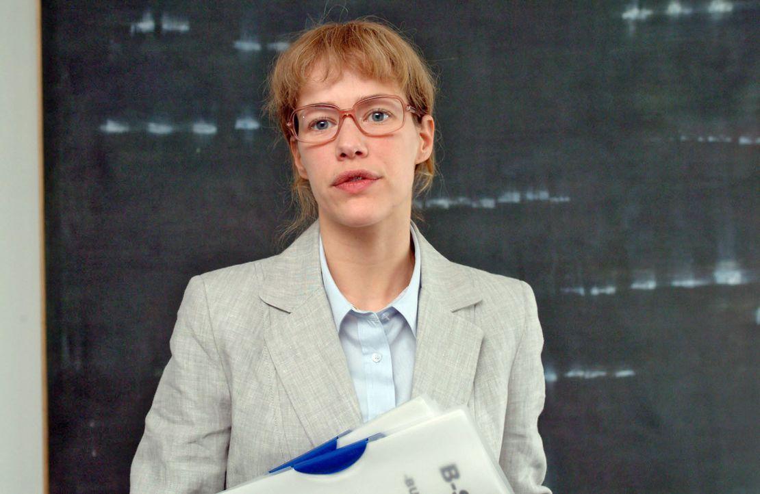 Lisa (Alexandra Neldel) - ganz Businessfrau - wird bei der Bank vorstellig. (Dieses Foto von Alexandra Neldel darf nur in Zusammenhang mit der Beric... - Bildquelle: Sat.1