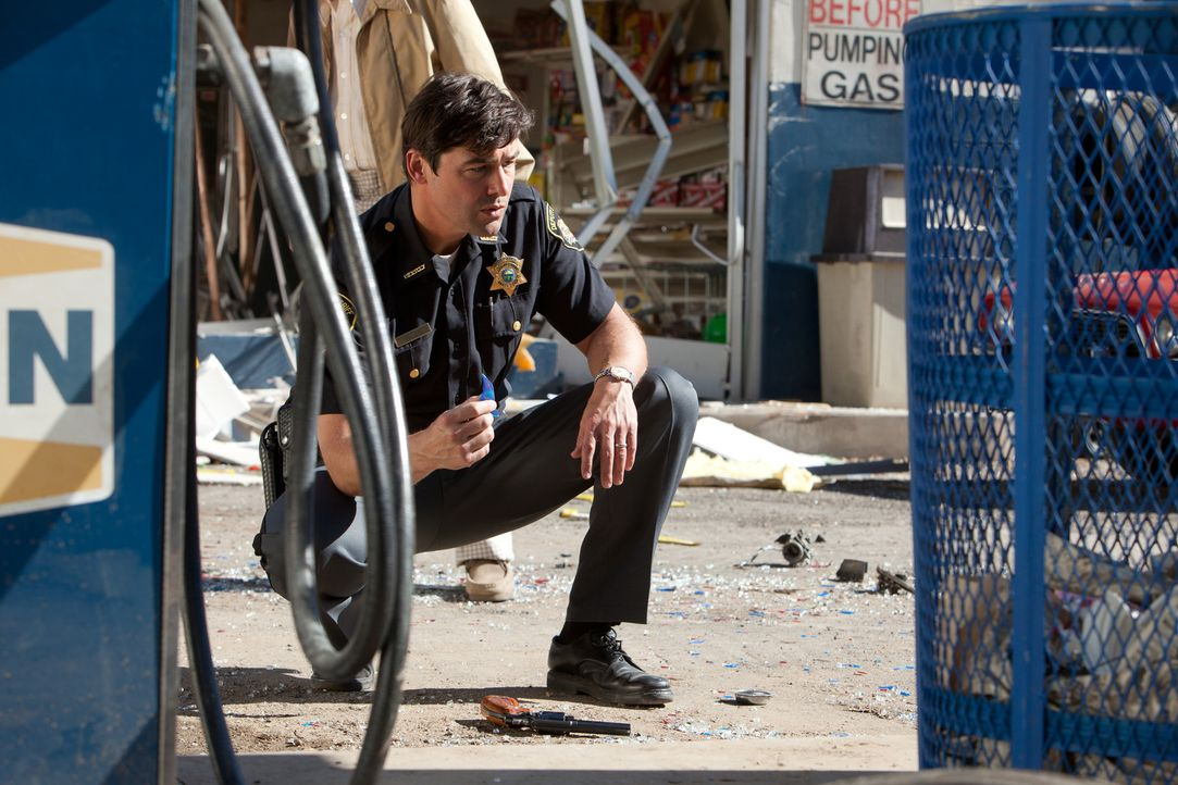 Sheriff Jackson Lamb (Kyle Chandler) hat ein richtig großes Problem. Zunächst verwüstet das Militär den ganzen Ort, dann verschwinden Unmengen a... - Bildquelle: PARAMOUNT PICTURES. All Rights Reserved