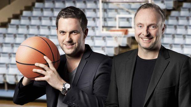 Kommentieren die Beko Basketball Bundesliga: Frank Buschmann (r.) und Matthia...