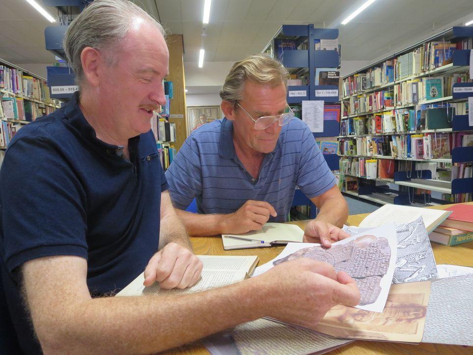 Die zwei Meeresforscher Walter Pitman (l.) und Bill Ryan (r.) wollen herausfinden, ob die biblische Sintflut tatsächlich stattgefunden hat. - Bildquelle: Sandrine 2014 WORLD MEDIA RIGHTS LIMITED