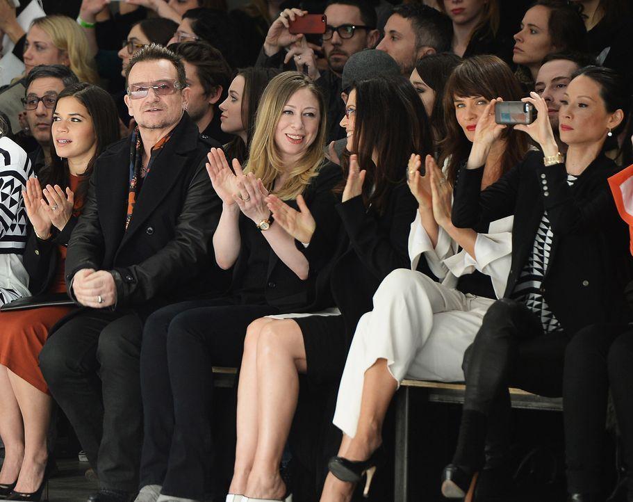 FW-NY-America-Ferrera-Bono-Chelsea-Clinton-Helena-Christensen-Lucy-Liu-14-02-09-getty-AFP - Bildquelle: getty-AFP