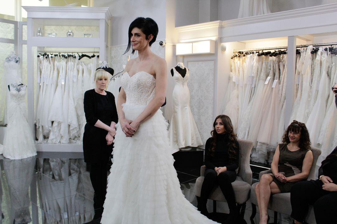 Elisha wünscht sich ein Hochzeitskleid mit möglichst viel Bling Bling. Zur A... - Bildquelle: Discovery Communications