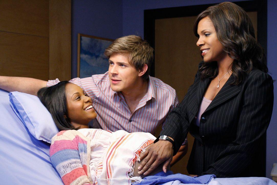 Naomi (Audra McDonalds, r.) und Dell (Chris Lowell, M.) kümmern sich liebevoll um die schwangere Maya (Geffri Maya, l.) ... - Bildquelle: ABC Studios