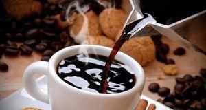 Immer ins Café gehen, wenn Sie Lust auf Kaffee haben? Ganz schön teuer. Auf D...