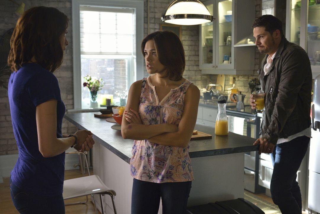 Als J.T. und Heather (Nicole Gale Anderson, M.) einen Blogger verfolgen, der Nachforschungen über artenübergreifende DNA anstellte, geraten sie ins... - Bildquelle: Ben Mark Holzberg 2016 The CW Network. All Rights Reserved.