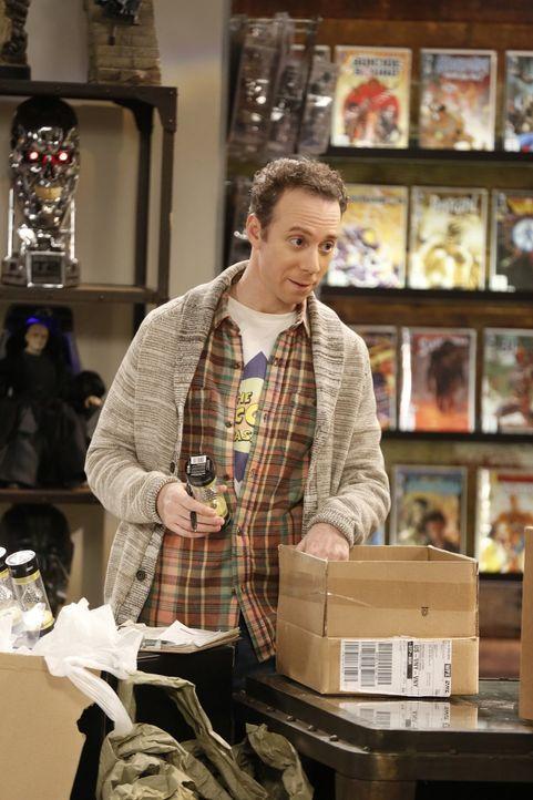 Stuart (Kevin Sussman) steht kurz vor der Eröffnung seines wieder aufgebauten Comicbuchladens und die Vorbereitungen für die Einweihungsparty laufen... - Bildquelle: Warner Bros. Television