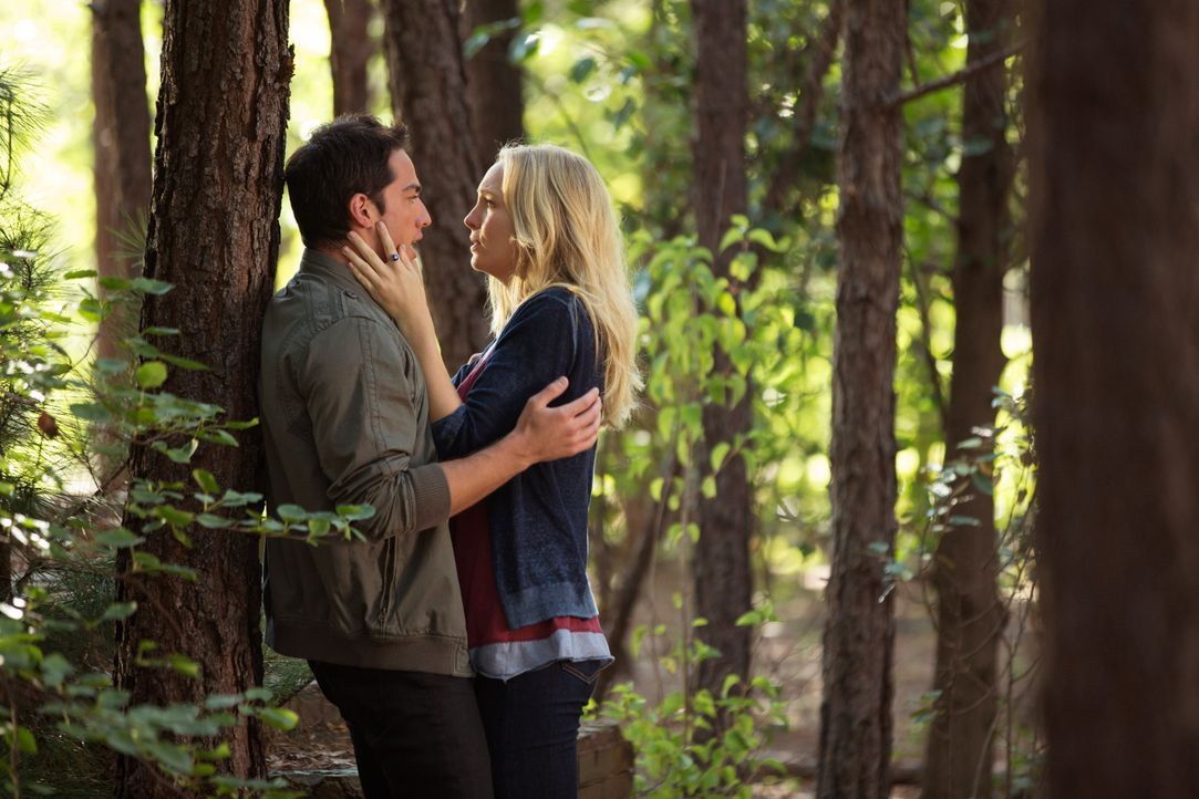 Tyler und Caroline - Bildquelle: © Warner Bros. Entertainment Inc.