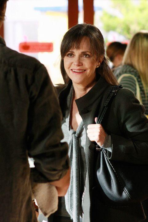 Peinlich berührt: Nora (Sally Field) stattet Ryan einen spontanen Besuch ab ... - Bildquelle: 2008 ABC INC.