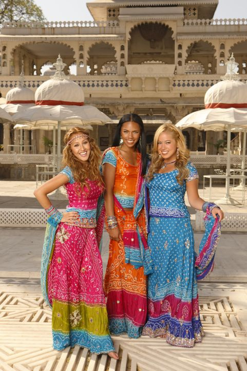 Hoffen auf internationalen Durchbruch: die Cheetah Girls (v. l. n. r. Adrienne Bailon, Kiely Williams, Sabrina Bryan) ... - Bildquelle: Disney - ABC - ESPN Television