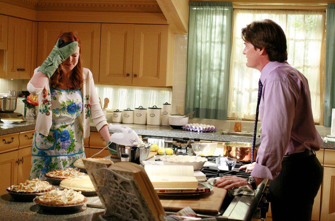 Bree (Marcia Cross, l.) ist verzweifelt, denn sie schafft es einfach nicht, den Kuchen von Katherine nachzubacken. Orson (Kyle MacLachlan, r.) versu... - Bildquelle: ABC Studios