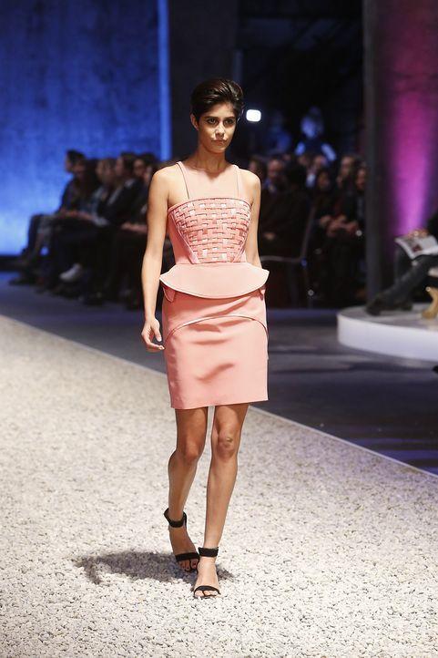 GNTM-Stf10-Epi03-Fashionshow-62-ProSieben-Richard-Huebner - Bildquelle: ProSieben/Richard Huebner