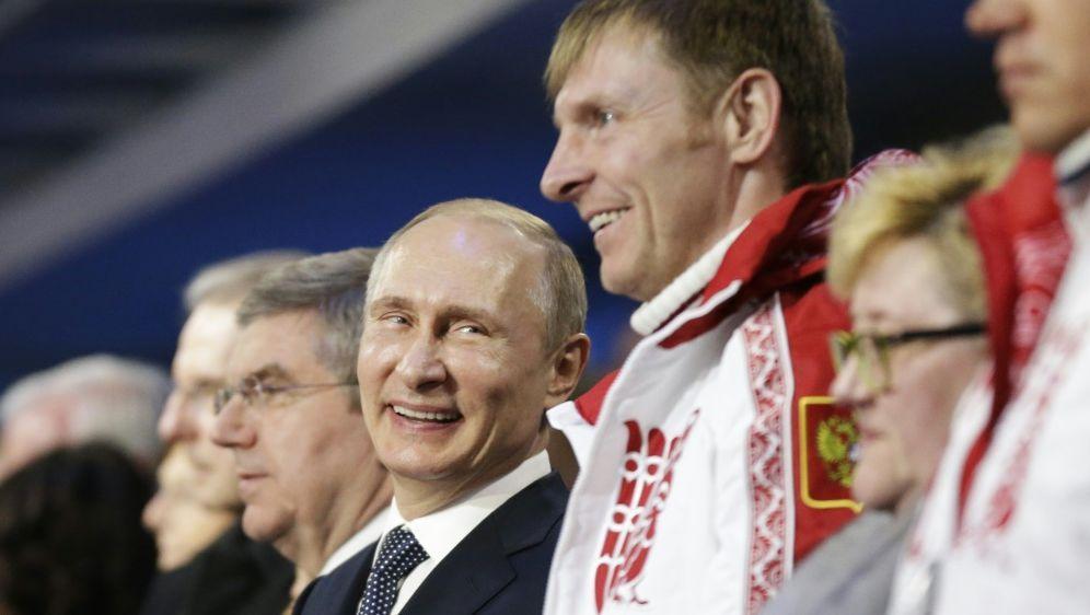 Reaktion von Waldimir Putin (M.) erwartet - Bildquelle: AFPSIDDAVID GOLDMAN
