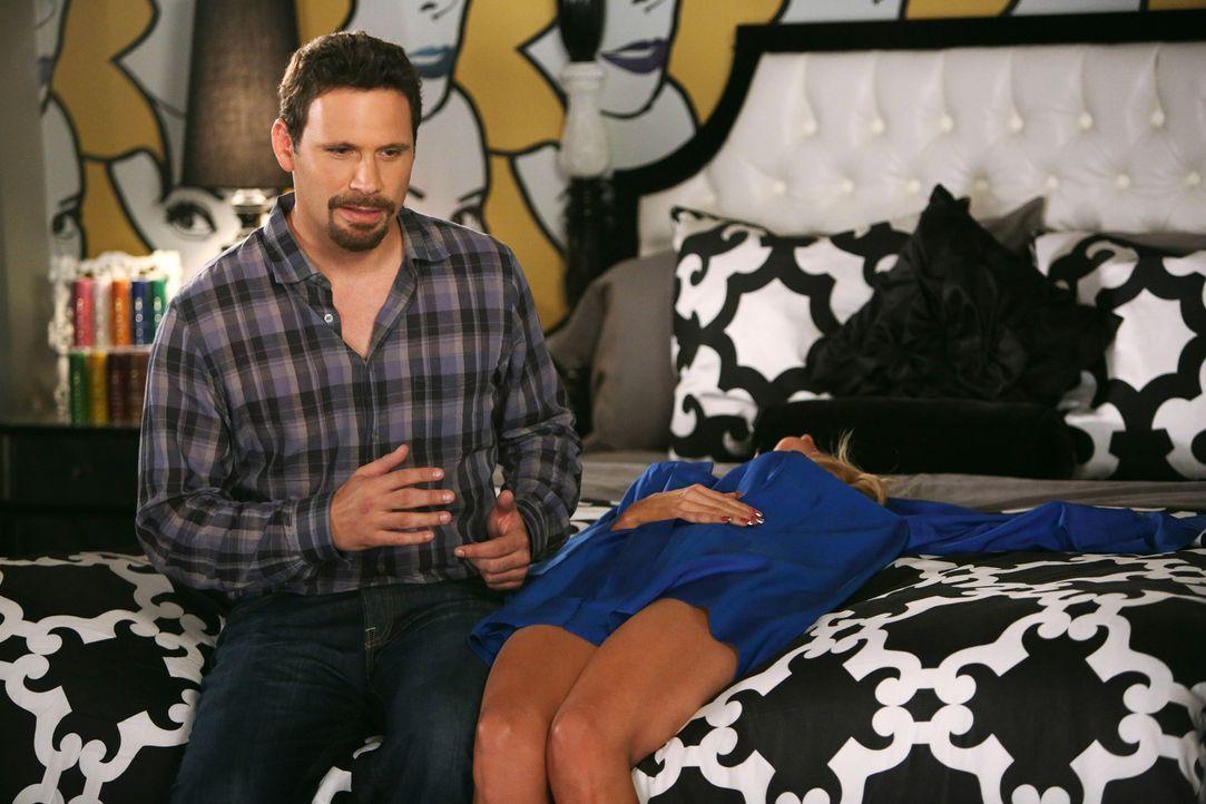 Zwischen George (Jeremy Sisto, l.) und Dallas (Cheryl Hines, r.) sollen nun auch im Bett endlich die Funken sprühen. Beim kleinsten Körperkontakt ge... - Bildquelle: Warner Brothers