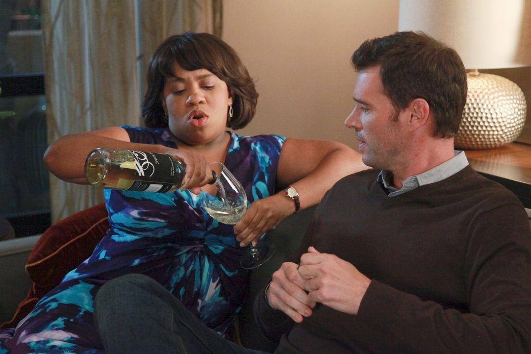 Während sich Meredith und Derek Sorgen über Zola machen, genießen Henry (Scott Foley, r.) und trifft Bailey (Chandra Wilson, l.) die Dinner-Party be... - Bildquelle: ABC Studios