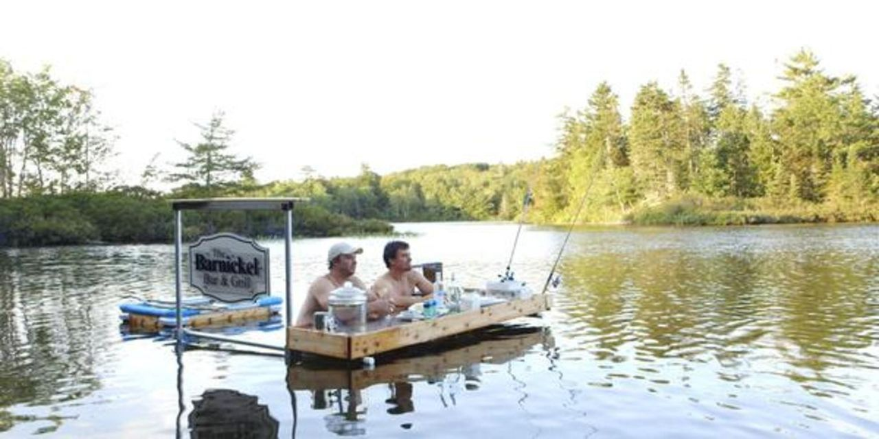 Ein neues Projekt wartet auf die Brüder - die ultimative Schwimm-Bar: Kevin (l.) und Andrew (r.) ... - Bildquelle: Brojects Ontario Ltd./Brojects NS Ltd