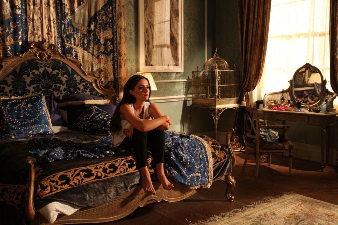 Muss sich mit Vorwürfen ihres Vaters, dem König, auseinandersetzen: Prinzessin Eleanor (Alexandra Park) ... - Bildquelle: Tim Whitby 2014 E! Entertainment Media LLC/Lions Gate Television Inc.