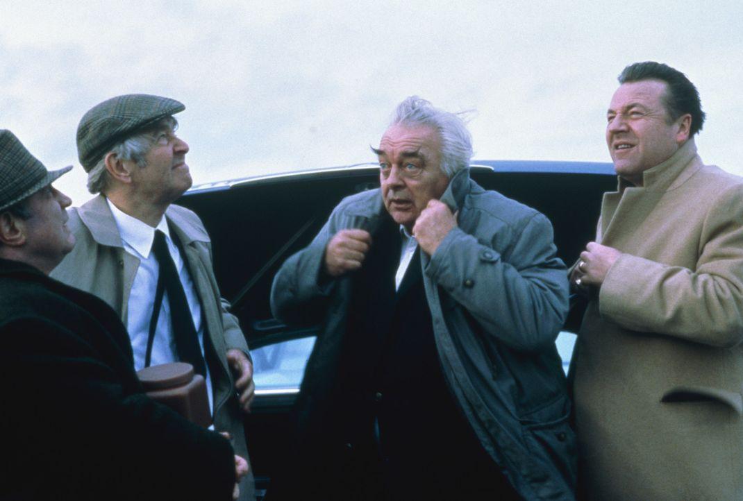 Nach Jacks Tod machen sich die drei Freunde (v.l.n.r.) Ray (Bob Hoskins), Vic (Tom Courtenay) und Lenny (David Hemmings) zusammen mit Jacks Sohn Vin... - Bildquelle: 2003 Sony Pictures Television International. All Rights Reserved.