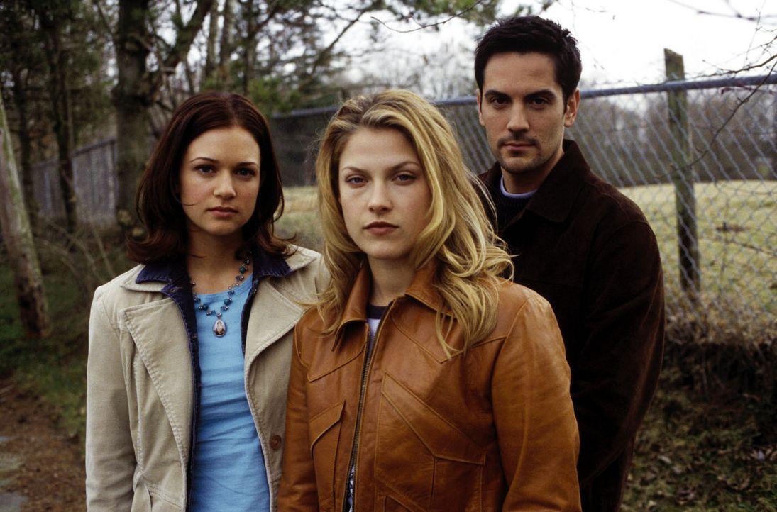 Clear (Ali Larter, M.), Kimberly (A. J. Cook, l.) und Thomas (Michael Landes, r.) vereinen ihre Kräfte, um dem meuchelnden Sensenmann zu entkommen... - Bildquelle: Warner Bros. Television