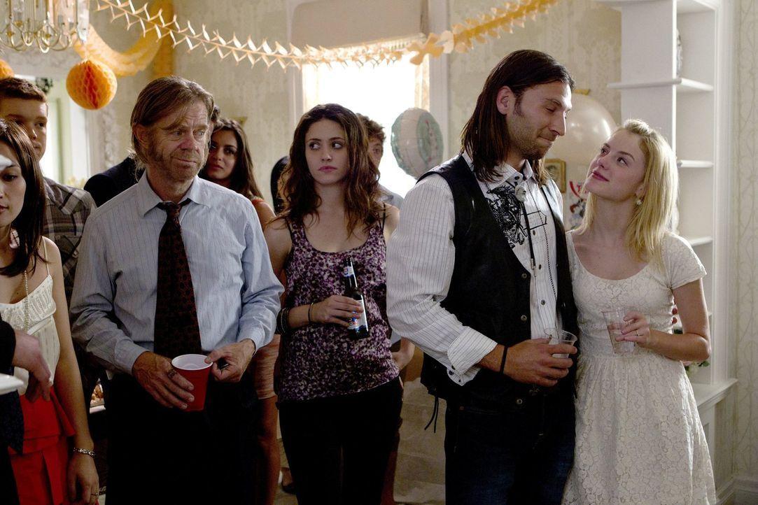 Wie nimmt Lip die Hochzeit Karens (Laura Wiggins, r.) und Jodys (Zach McGowan, 2.v.r.) auf? Fiona (Emmy Rossum, 2.v.l.) und Papa Frank (William H. M... - Bildquelle: 2010 Warner Brothers