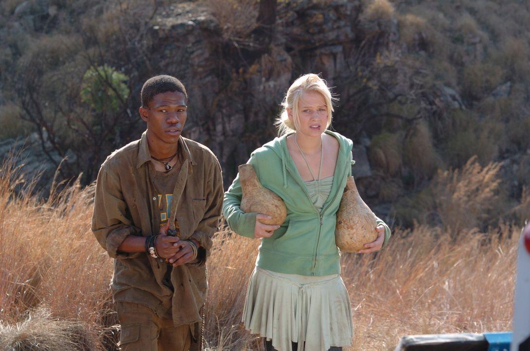 Mit Nephews (Muso Sefatsa, l.) Hilfe lernt Jessica (Carly Schroeder, r.) Afrika von einer ganz anderen Seite kennen - und lieben ...