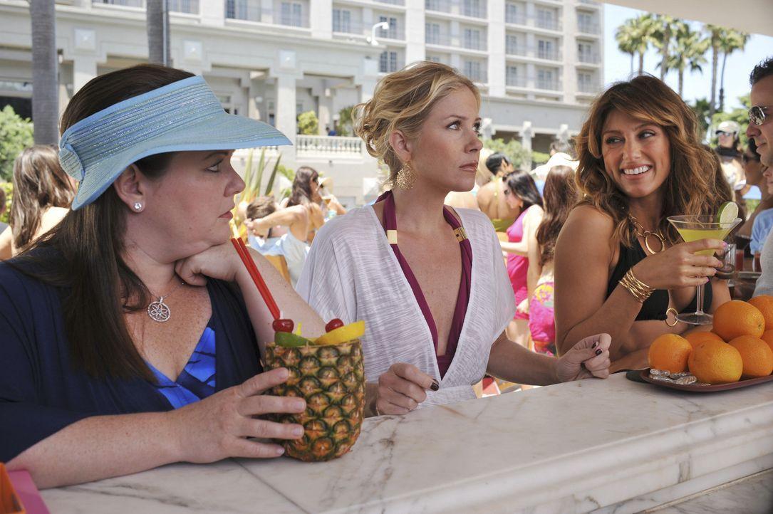 Aus Afrika wurde Miami: Samantha (Christina Applegate, M.), Andrea (Jennifer Esposito, r.) und Dena (Melissa McCarthy, l.) ... - Bildquelle: American Broadcasting Companies, Inc. All rights reserved.