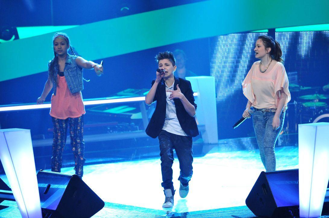 The-Voice-Kids-Stf02-Epi06-Naomi-Selma-Lukas-85-SAT1-Andre-Kowalski - Bildquelle: SAT.1/Andre Kowalski
