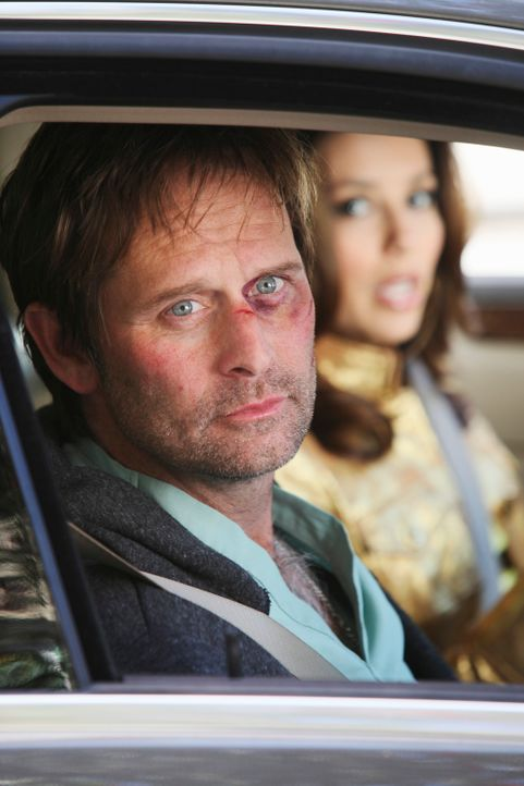 Um Angie und Danny zu retten, holt Gabrielle (Eva Longoria, r.) den gerade aus dem Koma erwachten Nick (Jeffrey Nordling, l.) aus dem Krankenhaus ... - Bildquelle: ABC Studios