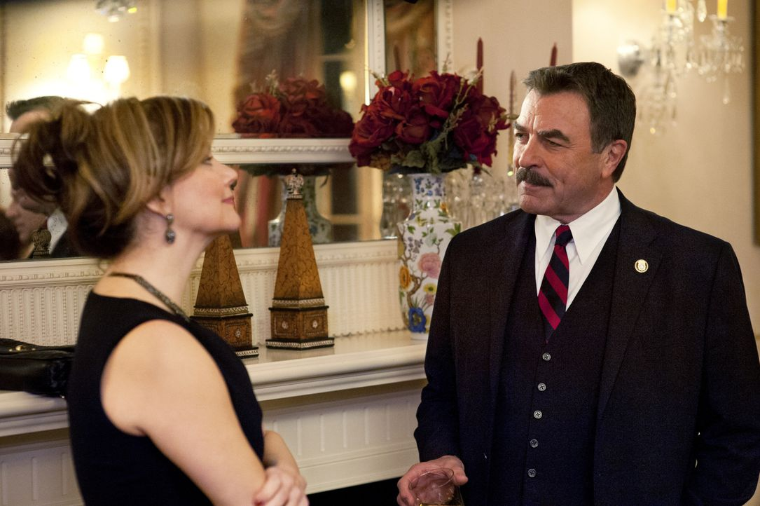 Nach einem schicken Abend mit seiner guten Freundin Melanie (Margaret Colin, l.) muss Frank (Tom Selleck, r.) feststellen, dass er nicht jeden besch... - Bildquelle: Jojo Whilden 2011 CBS Broadcasting Inc. All Rights Reserved