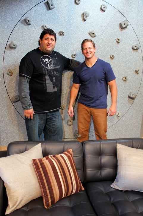 Tony Siragusa (l.); Jason Cameron (r.) - Bildquelle: Nathan Frye 2011, DIY Network/ Nathan Frye