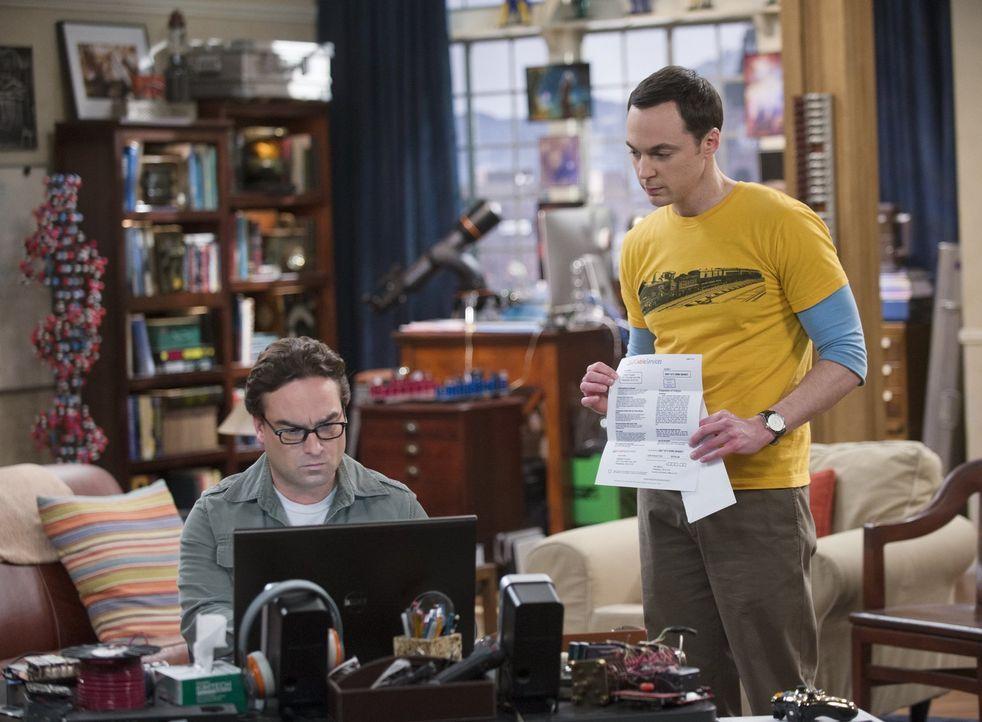 Schlechte Laune vorprogrammiert: Ein Magazin veröffentlicht einen Artikel über die Arbeit von Leonard (Johnny Galecki, l.) und Sheldon (Jim Parsons,... - Bildquelle: Warner Bros. Television