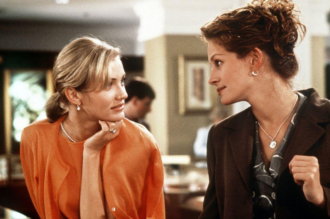 Als Kimberly (Cameron Diaz, l.) nichtsahnend ihre Rivalin Julianne (Julia Roberts, r.) als Brautjungfer auswählt, nützt diese die Situation schaml... - Bildquelle: Columbia TriStar