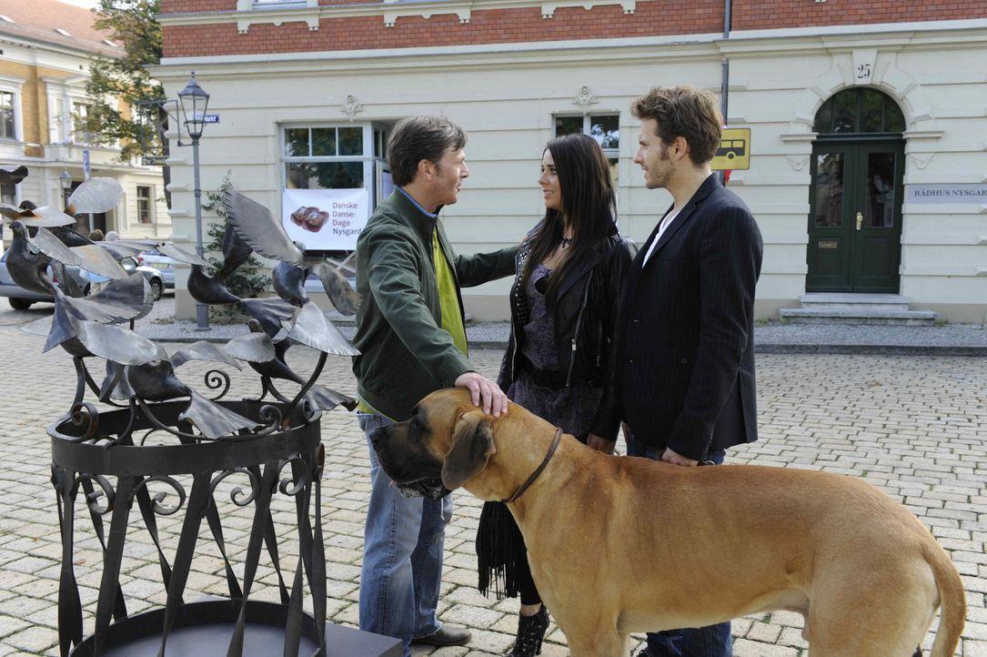 Paloma und Enrique bekommen von Tom grünes Licht für ihre Reise nach Dänemark. Gemeinsam machen sie sich auf Spurensuche. Doch was sie herausfind... - Bildquelle: SAT.1