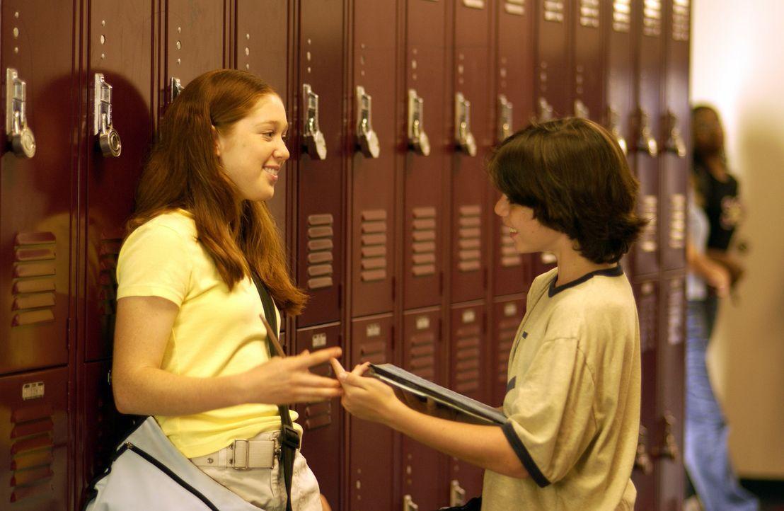 Immer wieder wird Zach (Sammy Kahn, r.) von seiner Klassenkameradin Becky (Stephanie Sherrin, l.), in die er seit langem verliebt ist, zurückgewies... - Bildquelle: North by Northwest Entertainment