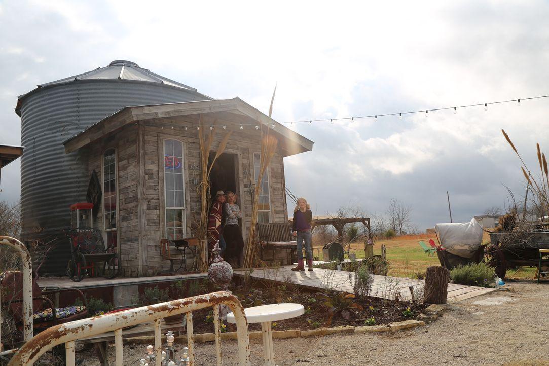 Das neue Projekt der Treehouse Guys: Ein geräumiges Bauernhaus in knapp 4 Metern Höhe für Familie Snyder (Foto), die in Texas Lavendel anbaut ... - Bildquelle: 2015, DIY Network/Scripps Networks, LLC. All Rights Reserved.