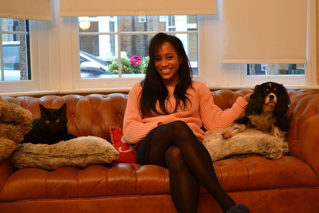 Während Cat sechs kleine Hundewelpen versorgt, kümmert sich Cheryl um ihre e... - Bildquelle: True North