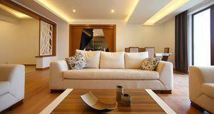 Direkte und indirekte Beleuchtung in einem Raum harmonieren perfekt.