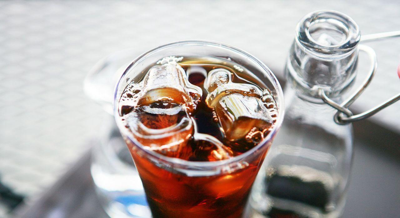 6. Eistee und EiskaffeeViel trinken ist wichtig bei hohen Temperaturen und d...