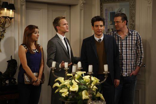 How I Met Your Mother - Ted (Josh Radnor, 2.v.r.) findet in seiner Post, die...