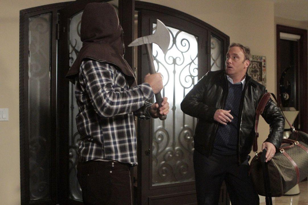 Während die Vorbereitungen für Halloween im vollen Gange ist, macht George (Jeremy Sisto, l.) Bekanntschaft mit Dallas Ehemann Steven (Jay Mohr, r... - Bildquelle: Warner Bros. Television