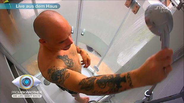 Nackt mann dusche photos 28