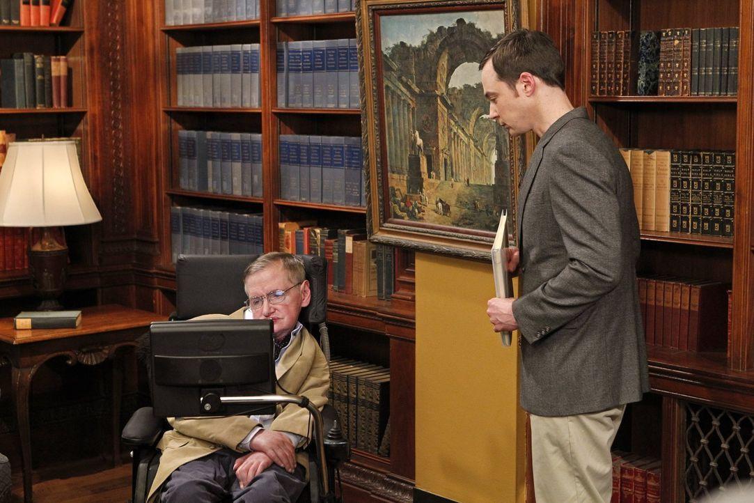 Als Howard die Möglichkeit bekommt, mit Stephen Hawking (Stephen Hawking, l.) zu arbeiten, ist Sheldon (Jim Parsons, r.) bereit, alles zu tun, um ei... - Bildquelle: Warner Bros. Television