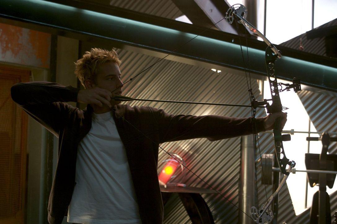 Er stiehlt von den Reichen und gibt den Armen: Oliver Queen (Justin Hartley) ist der Green Arrow ... - Bildquelle: Warner Bros.