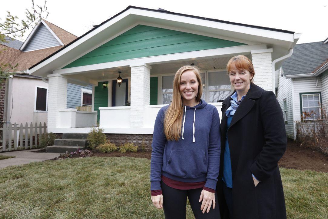 Mit ganz viel Kreativität und unkonventionellen Ideen wollen Mina (l.) und Karen (r.) ein altes Doppelhaus in ein geräumiges Einfamilienhaus verwand... - Bildquelle: 2016, HGTV/Scripps Networks, LLC. All Rights Reserved.