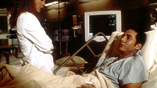 Sexualverbrecher Rollins (Lawrence Monoson, r.) stellt Corday (Alex Kingston,...
