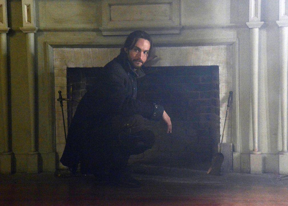 Bei der Untersuchung in einem neuen Fall, wird Ichabod (Tom Mison) wieder mit seiner Vergangenheit konfrontiert ... - Bildquelle: 2013 Twentieth Century Fox Film Corporation. All rights reserved.